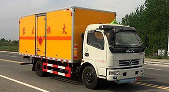 多利卡爆破器材运输车